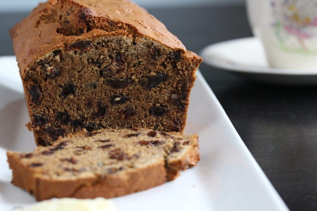 Delicious sliced #gluten free fruit loaf...a traditional Irish fruit bread recipe that can be made in 5 minutes. #glutenfree #vegan